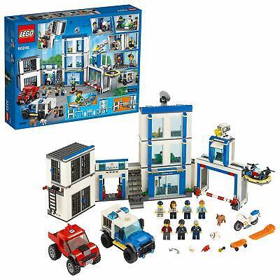 LEGO City Stazione di Polizia, con 2 Camion, Mattoncini Sonori e Luminosi, 60246