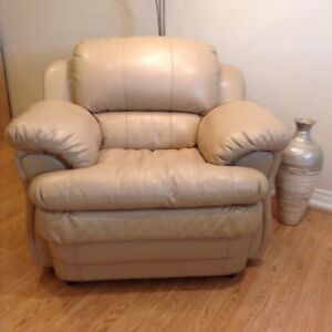 Prestine  Condition leather chair