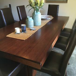 Outstanding dinning suit - large table & 10 chairs