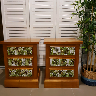 2 x Beautiful Bedside tables in very good condition