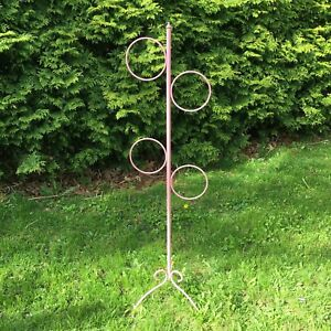 Metal vintage pink towel tower holder