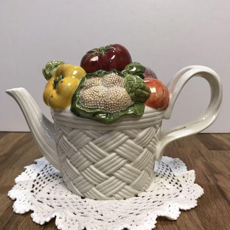 Beautiful Rare Vintage Fitz & Floyd Vegetable Garden Teapot Basket Weave 1995