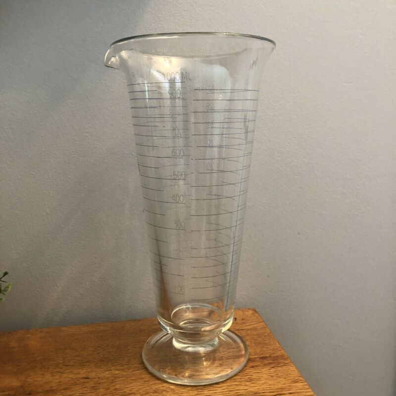 VINTAGE 32 OZ / 1000 ML  APOTHECARY FLUTED FOOTED GLASS BEAKER VASE
