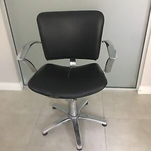 Hairdressing chair West Hoxton Liverpool Area Preview