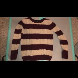 WOMANS SMALL KNIT SWEATER