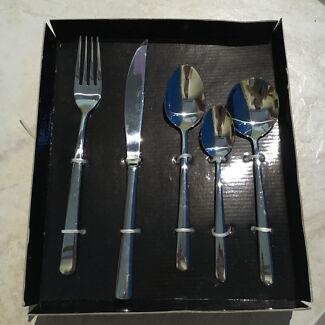 40 Piece Cutlery Set