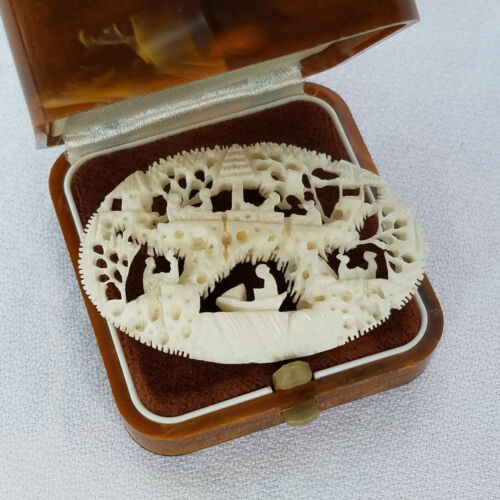 Vintage Chinese Intricately Carved Bovine Bone Pin/Brooch Complex Scene People