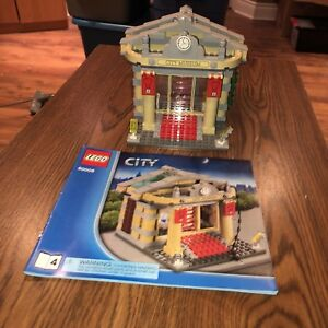 Lego City Museum Break In with Helicopter Set 60008 EUC