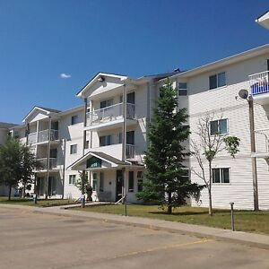 Senior Friendly suite available in CAMROSE for June 1