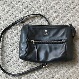 Authentic Kate Spade Bag In Good Condition Except For The Broken Strap And Missing Zipper Part Regretful Needs A Repair It Will Be As New