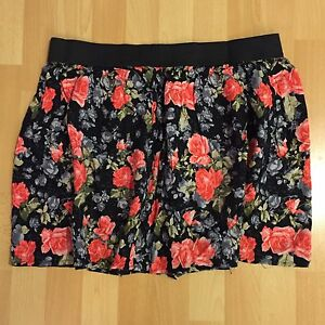 Floral skirt, size large