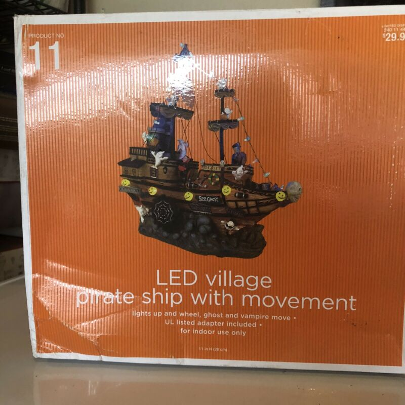 NEW Target 2008 Halloween LED VILLAGE PIRATE SHIP With Motion Product 11.