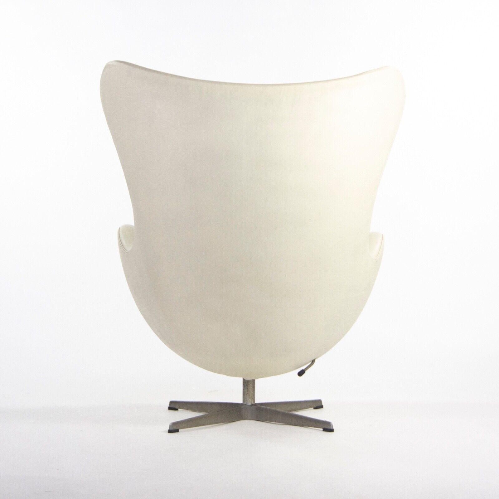 Firmato 1998 Arne Jacobsen Per Fritz Hansen pelle Bianca Uova Sedia Con Ottomano,Arne JACOBSEN(6)