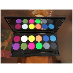 Sleek MakeUp 80's Neon Fluorescent 12 Colour Eyeshadow Palette