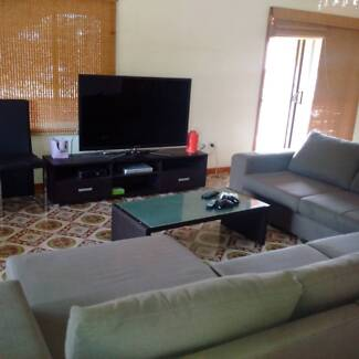 Share House 5 mins walk  to mall and station