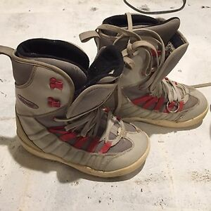Used men's snowboard boots size 9