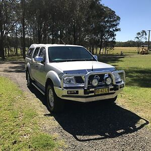 D40 Nissan Navara STX dual cab with many extras Rutherford Maitland Area Preview