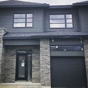 3 Bedroom Townhouse St-Lazare (3min to Vaudreuil) 50% 1st MONTH