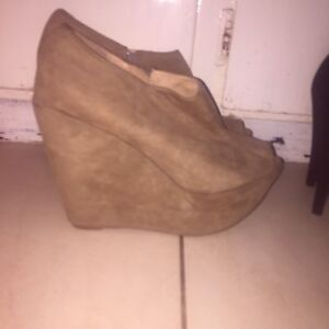 size 10 tan swede wedges Shortland Newcastle Area Preview