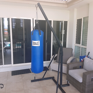 Everlast Punching Bag With Stand