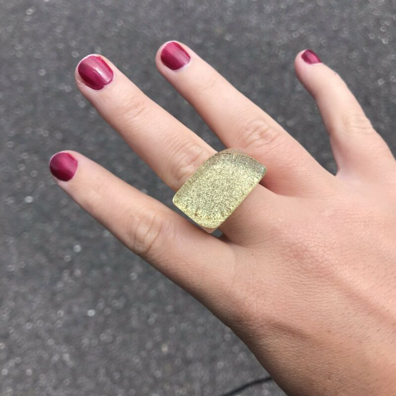Vintage Retro Lucite Chunky Ring SZ 8 Pale Green Gold Glitter