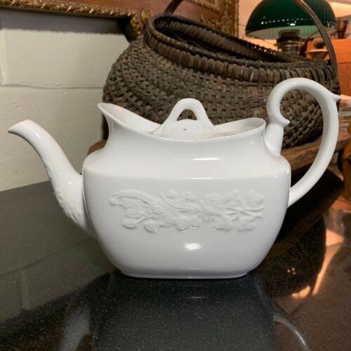 Spode Copelands Maritime Blanc De Chine 5 Cup Teapot w/Lid England - Excellent