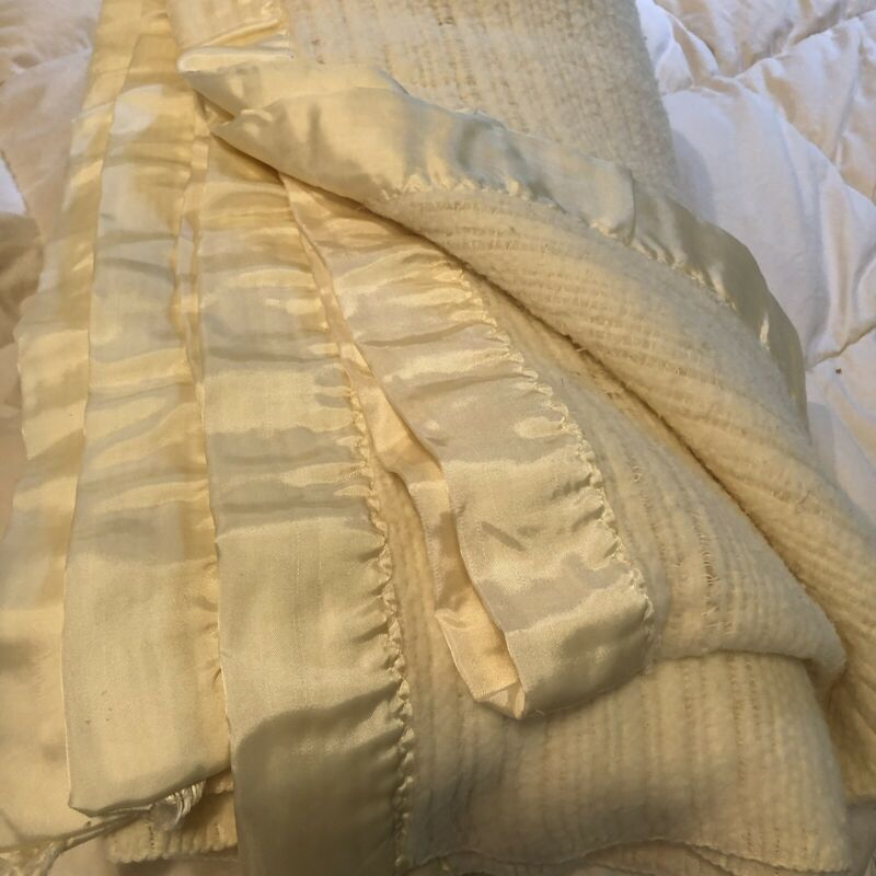Satin Trim Waffle Weave vintage  Acrylic Blanket Cream Color Queen full  87 x 90