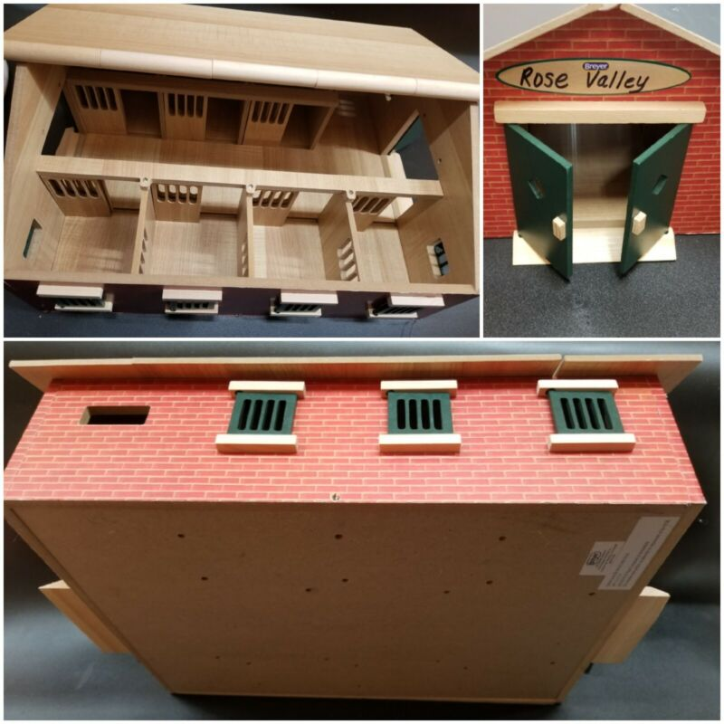 BREYER 7-Stall Stable with lift-able roof panels, working doors and windows