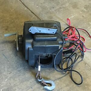 Electric 12 Volt  boat winch Coes Creek Maroochydore Area Preview