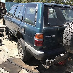 Nissan pathfinder 1999 wrecking all parts available Roxburgh Park Hume Area Preview