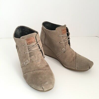 Toms Desert Wedges (Toms 8.5 Suede Leather Desert Wedge Lace Up Ankle Bootie)
