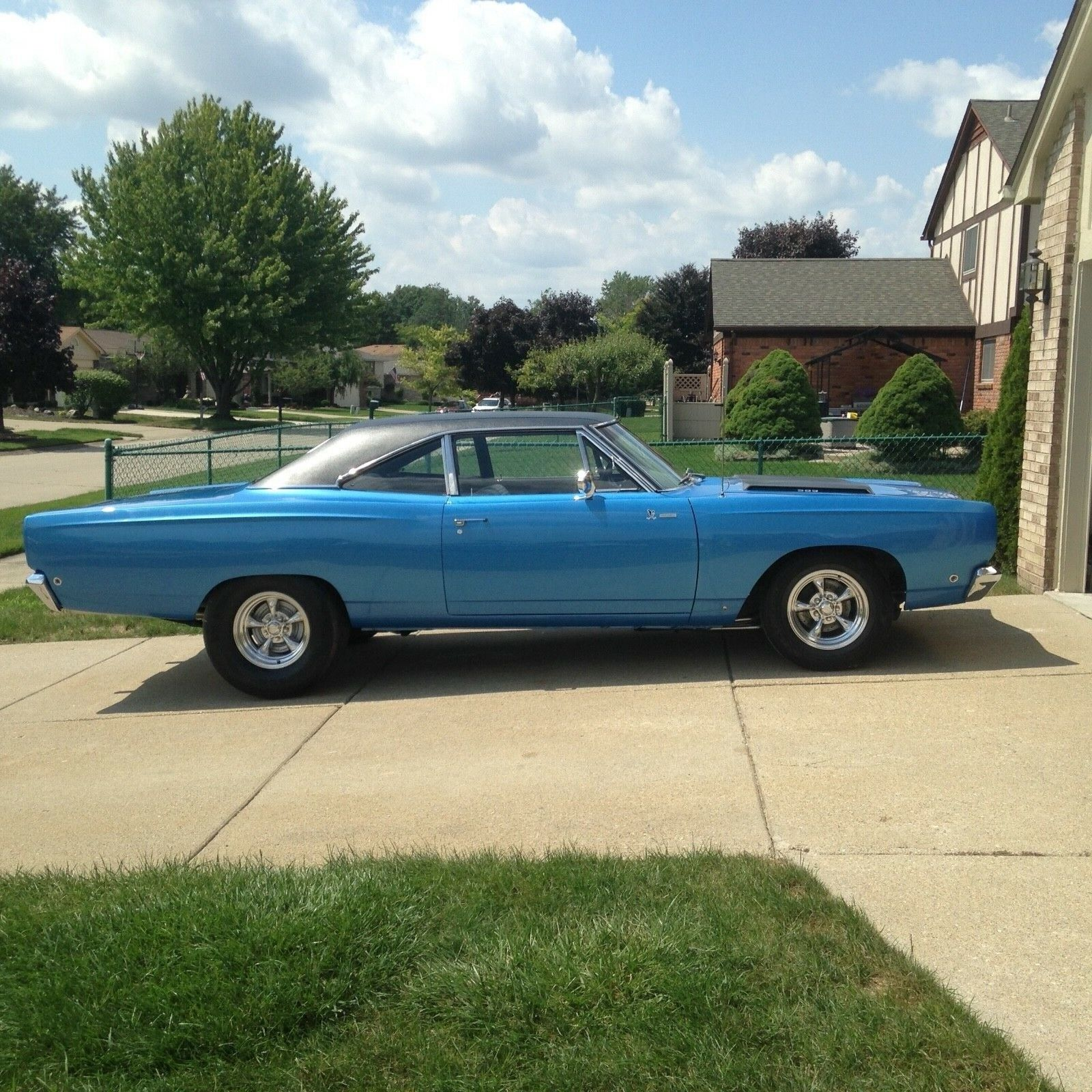 1968 Plymouth Road Runner post car 1968 Plymouth Road Runner