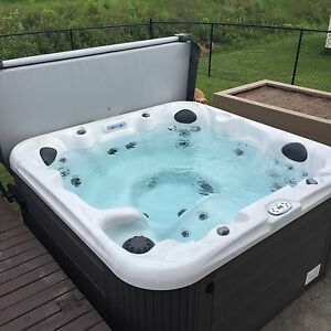 6 person hot tub with lounger for sale