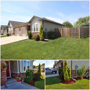 FIVE YEAR OLD END LOT TOWNHOUSE FOR SALE! | ST CATHARINES