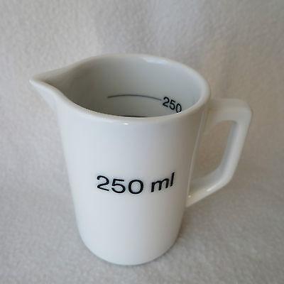 HCT Porzellan Messbecher 250ml Maß mit Henkel Skala innen gemarkt Top! neuwertig