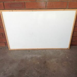 White board in excellent condition 60 cm x 90x . $10 Thornlie Gosnells Area Preview