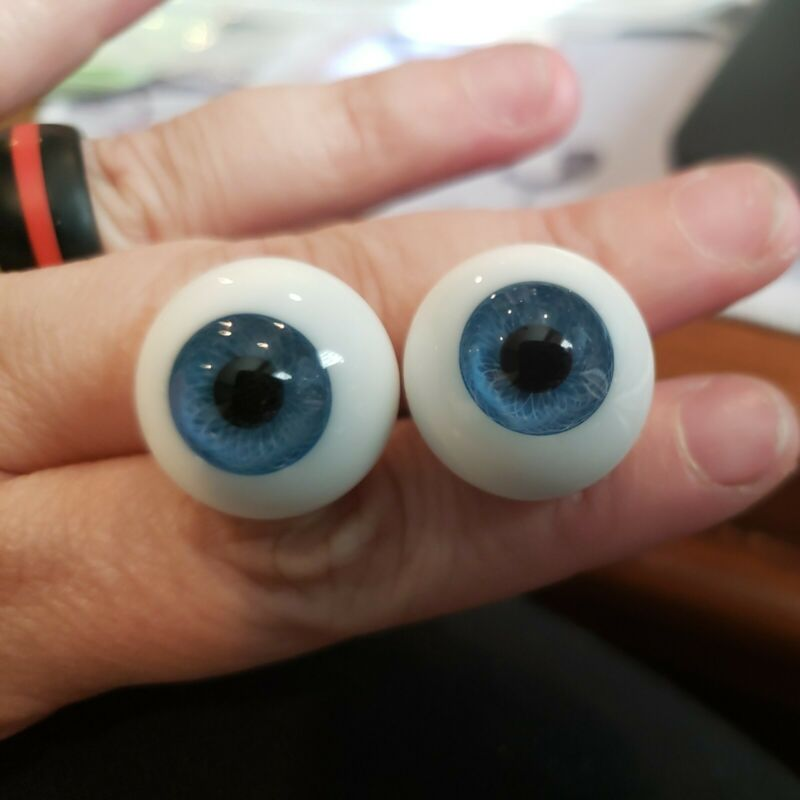 20mm blue Global Glass Paperweight Eyes