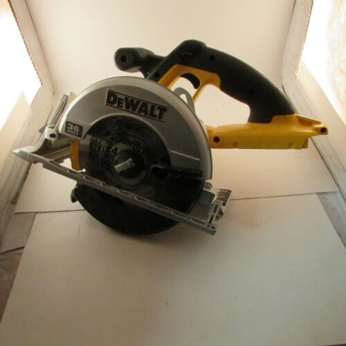 """Dewalt DC300 7 1/4"""" Cordless Circular Saw with Charger"""