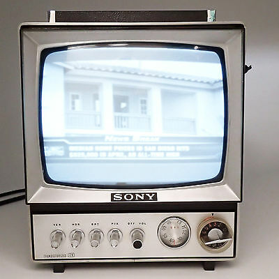Vintage SONY Portable AC/DC Micro Television TV 9-304UW W Front Cover Works!