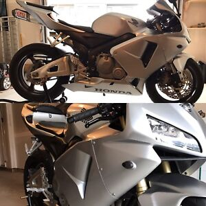 ** Mint condition CBR 600 RR**    **LOW KM**