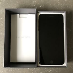Unlocked iPhone 8 Plus 64 GB in Space Grey with AppleCare+