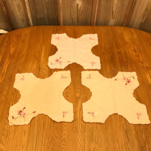 3 Vintage White WIth Flowers X Shaped Place Mats Table Decorations