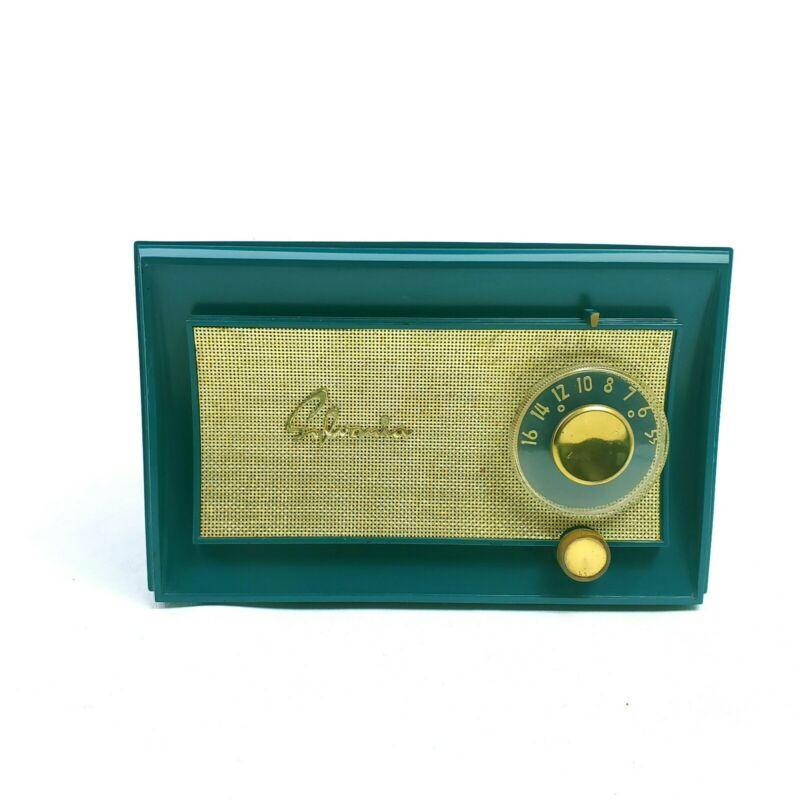 Vintage Sylvania Deluxe Table Radio Tube Green 5184 Mid Century Modern Works