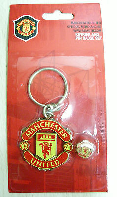 NEW Manchester United FC Official Metal Keyring(keychain) & Badge Set (KBP248)