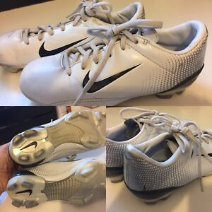Nike Youth Soccer Cleats / Size 2.5 $15