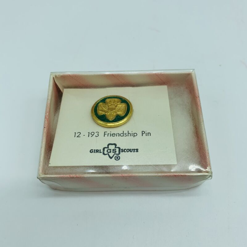 VINTAGE 1960 GIRL SCOUT FRIENDSHIP PIN <NEW ON ORIGINAL CARD>
