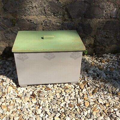 Cute Old Painted Wooden Box With Lid