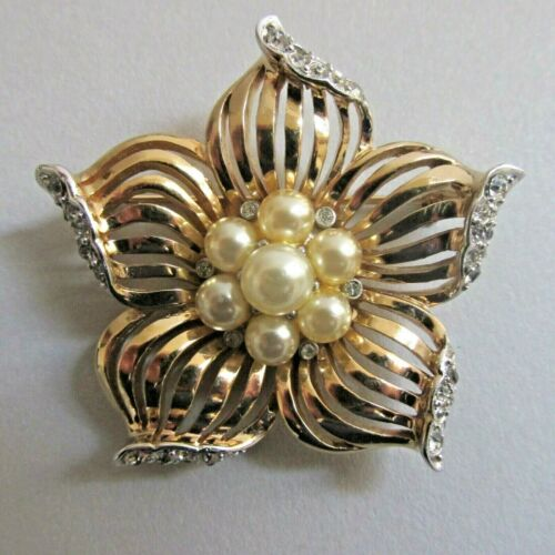 Vtg BOUCHER 3078 Flower Brooch Faux Pearl Cluster Pave Rhinestones Gold Plate