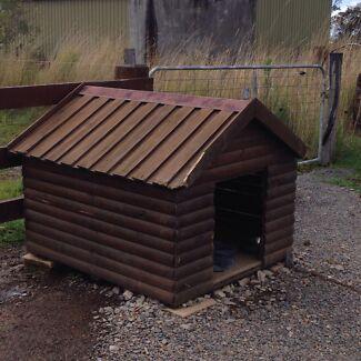 Dog kennel  East Gresford Dungog Area Preview