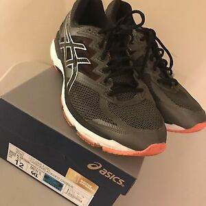 Asics size 12w asking $80
